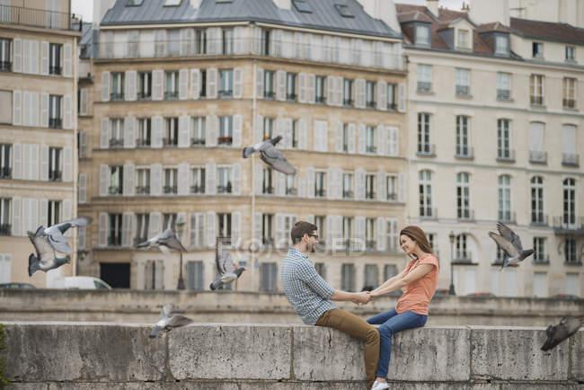 Couple over the River Seine. — Stock Photo