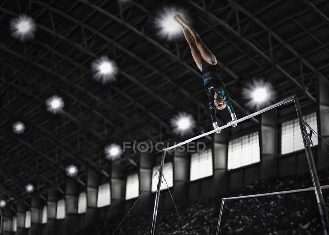 Woman performing routine on parrallel bars — Stock Photo