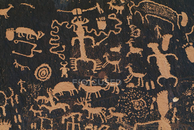 Ancient pueblo rock art — Stock Photo