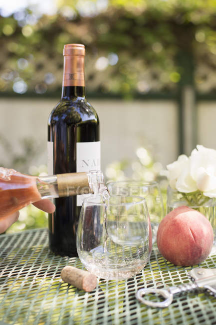 Wine poured from wine bottle — Stock Photo