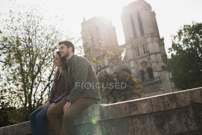Couple outside Notre Dame Cathedral — Stock Photo