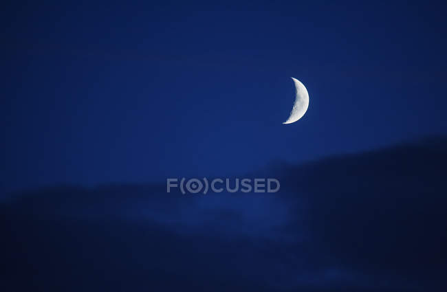 Crescent moon in night sky — Stock Photo