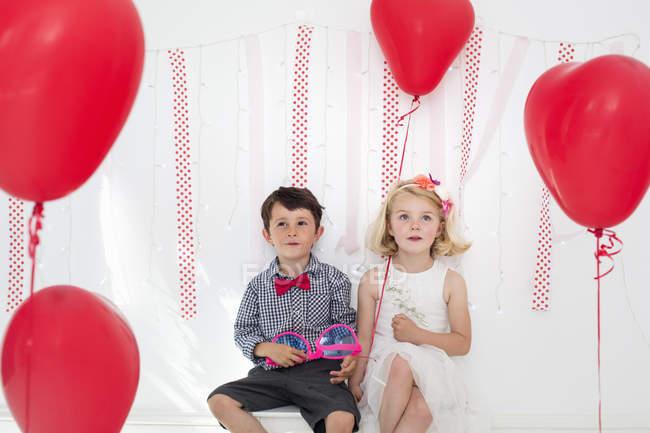 Menina e menino — Fotografia de Stock