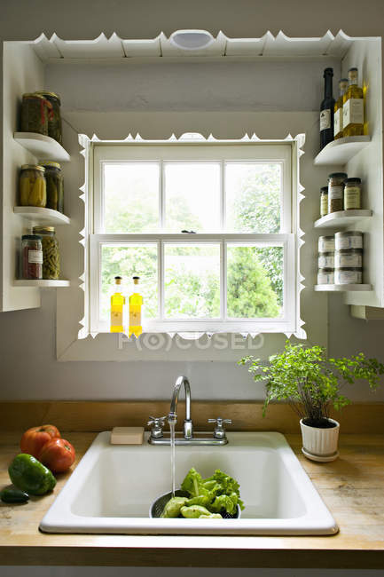 Kitchen window, with shelves and a traditional sink — Stock Photo
