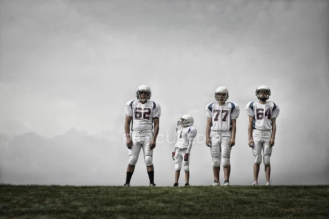 Футболисты в спортивной форме — стоковое фото
