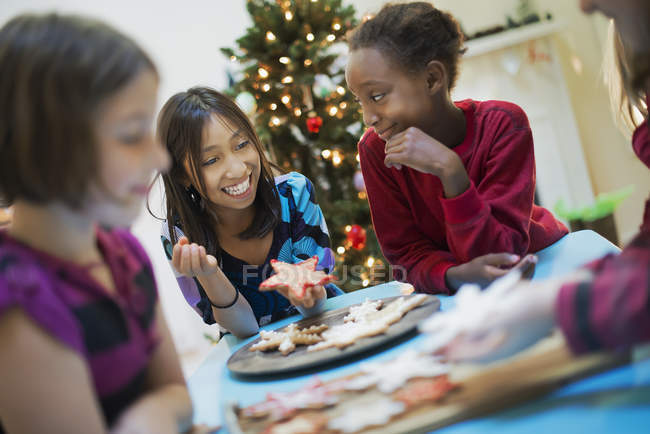 Children decorating organic Christmas cookies — Stock Photo