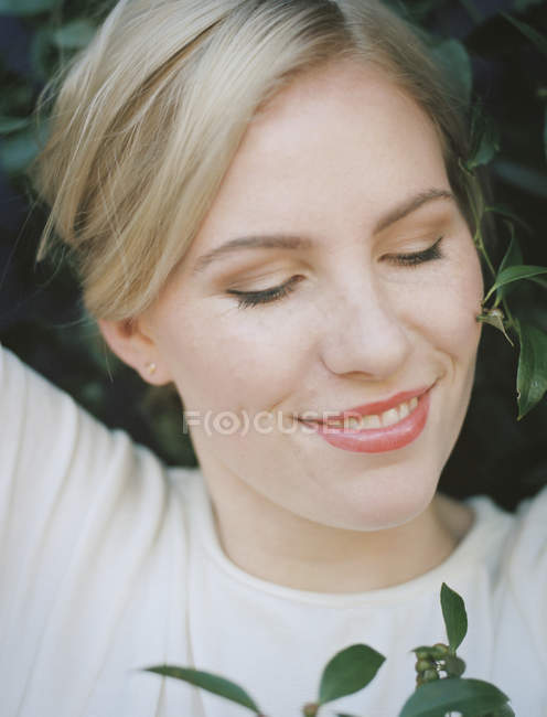 Woman smiling with her eyes closed. — Stock Photo