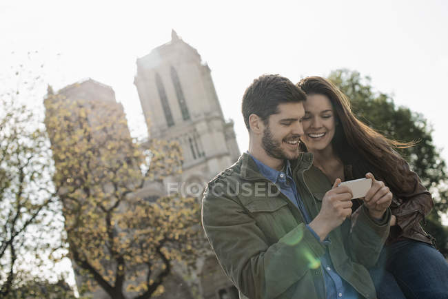 Couple in a historic city — Stock Photo