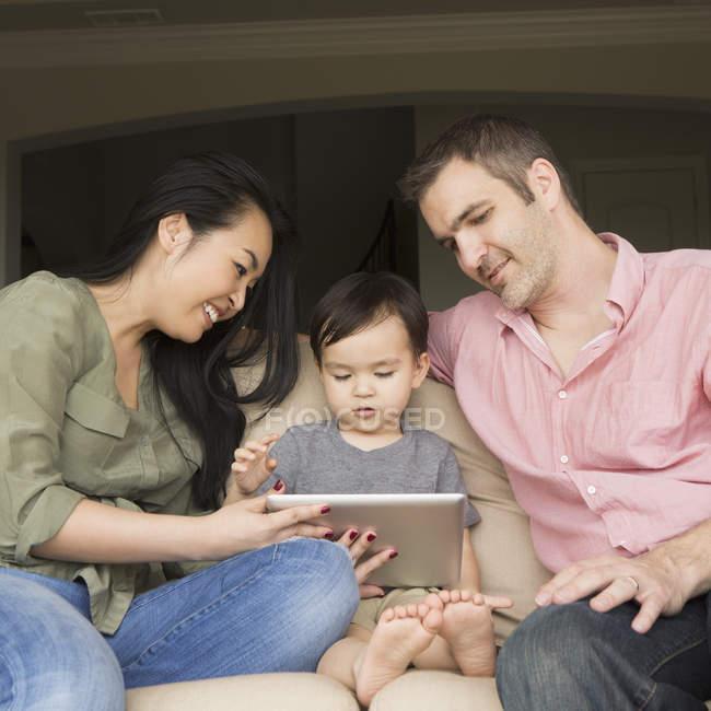 Чоловік і жінка з їх Молодий син — Stock Photo