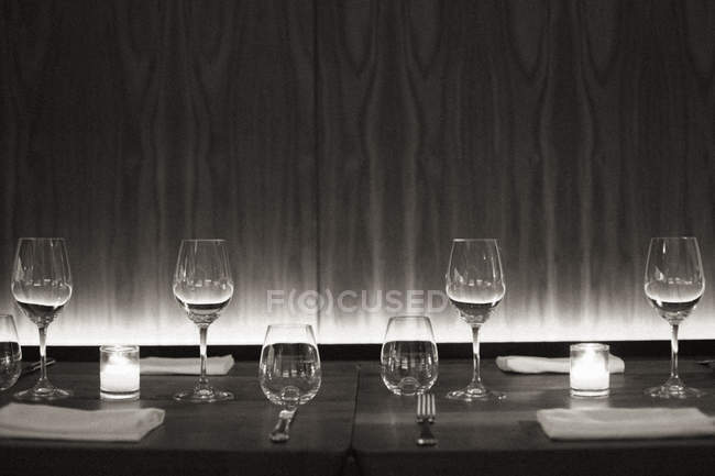 Table set with wine glasses — Stock Photo