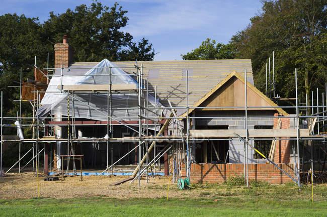 Сімейний будинок під будівництво — стокове фото