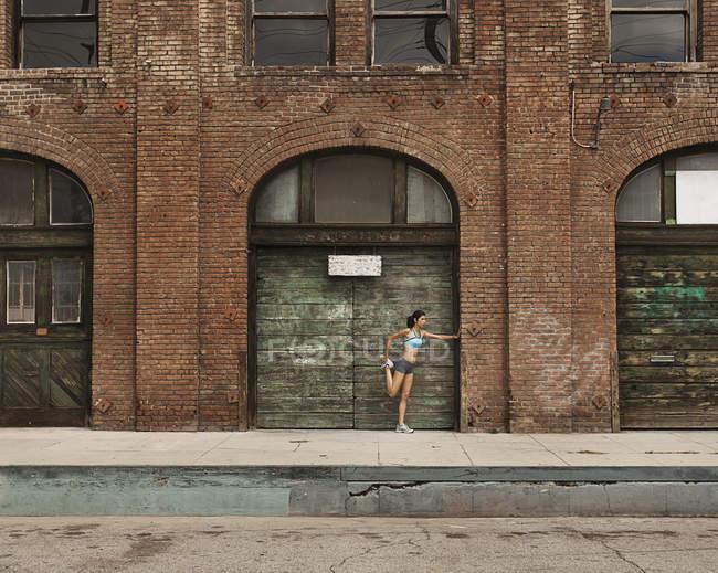 Woman preparing for run — Stock Photo