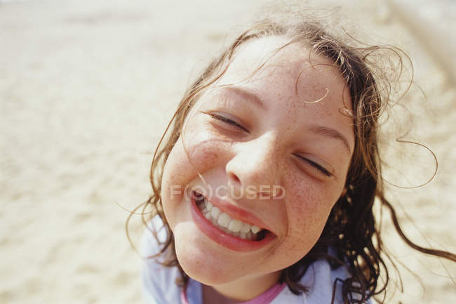 Young girl with a wide grin — Stock Photo