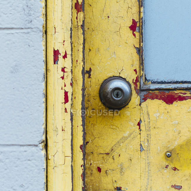 Doorway and doorbell of building — Stock Photo