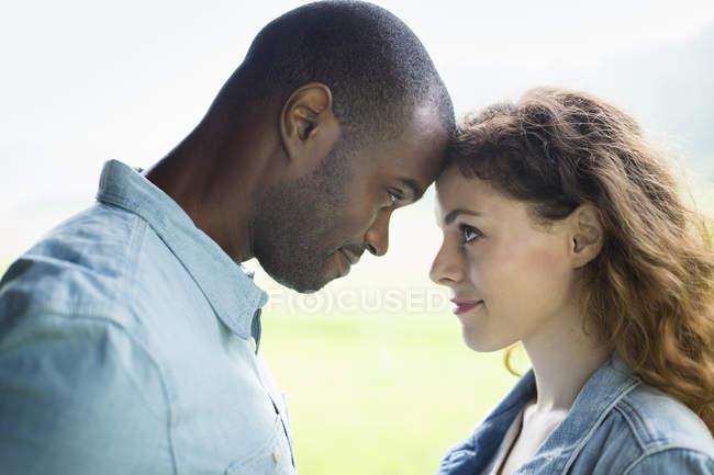 Молодой человек и женщина — стоковое фото