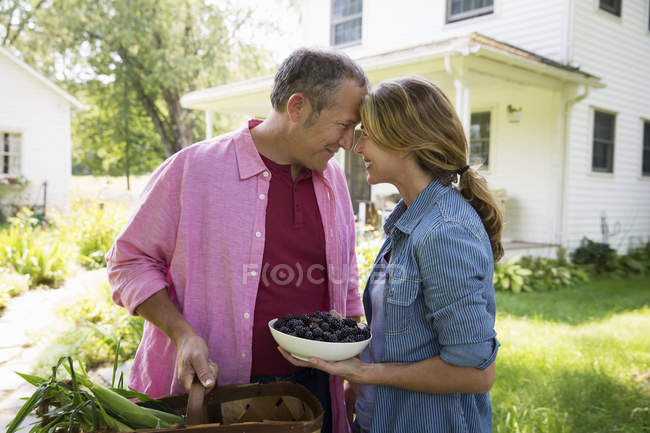 Family summer gathering at a farm. — Stock Photo
