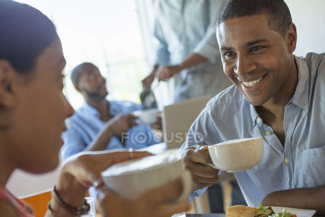 Men and women in a cafe having drinks — Stock Photo
