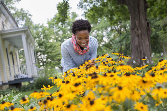 Woman in organic flower garden. — Stock Photo