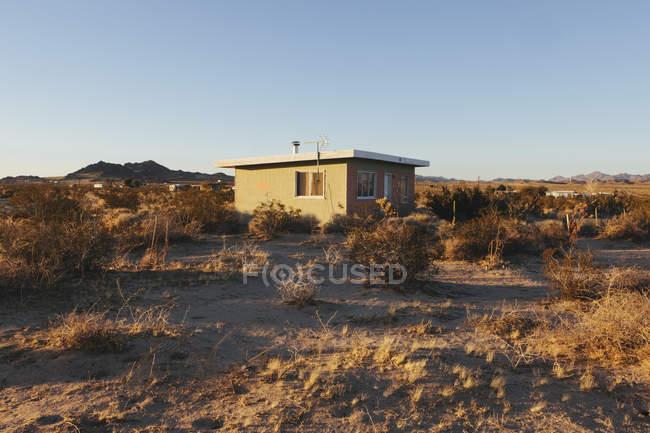 Abandonou o edifício no deserto de Mojave — Fotografia de Stock