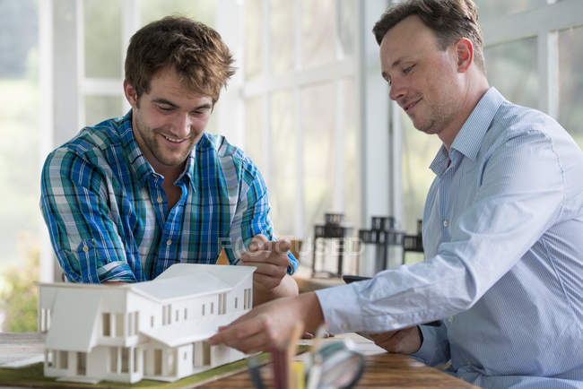 Men looking at an architectural model — Stock Photo