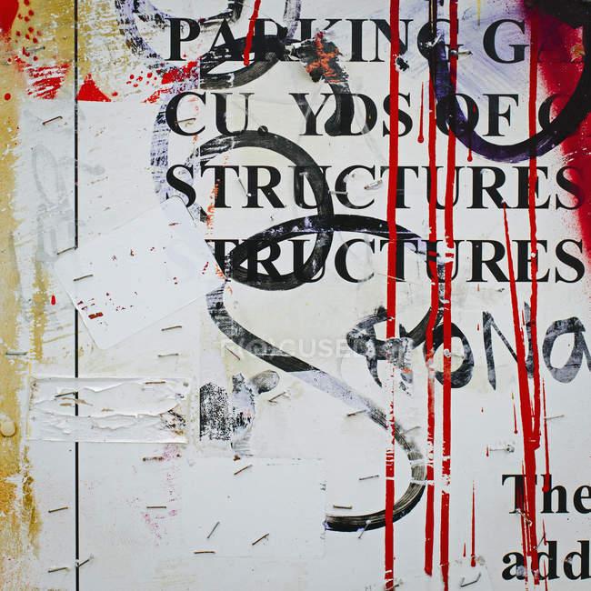 Графіті покриті стіни в місті — стокове фото