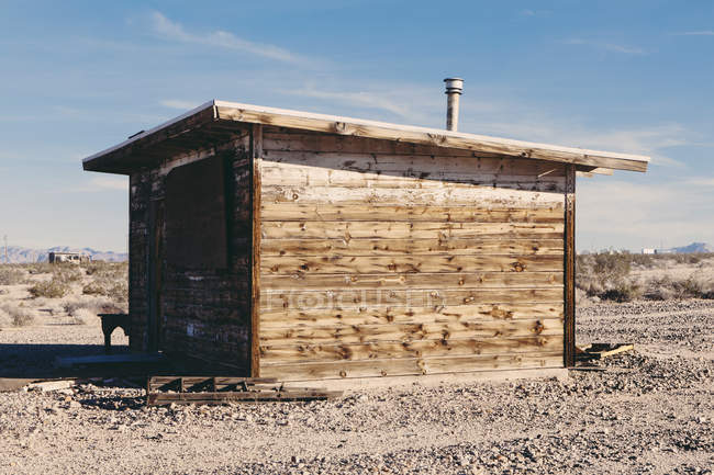 Abandoned building in Mojave desert — Stock Photo