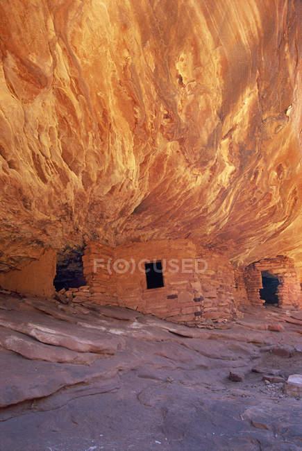 Casa em ruínas de fogo em Mesa de cedro — Fotografia de Stock