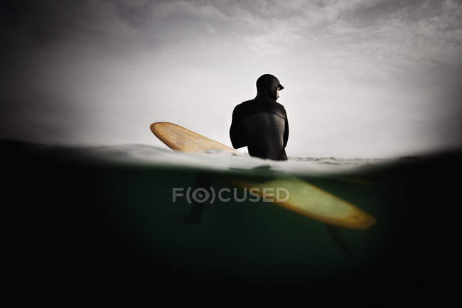 Surfer on Surfboard in water — Stock Photo