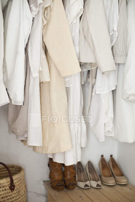 Women's shoes and clothes — Stock Photo
