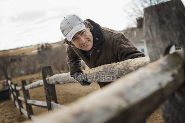 Man on farm in winter. — Stock Photo