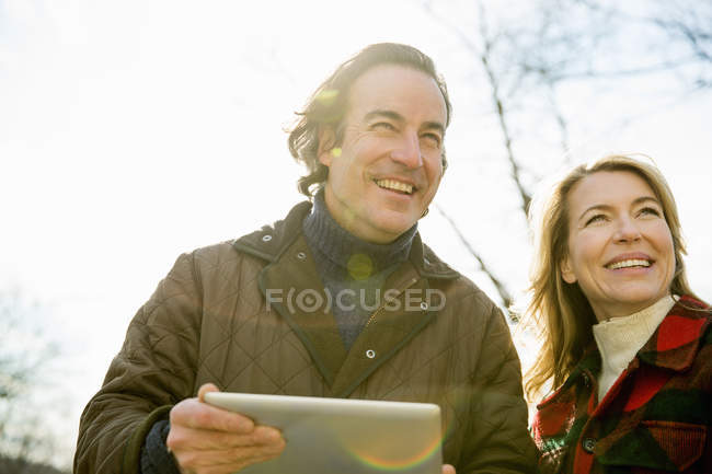 Man holding a digital tablet — Stock Photo
