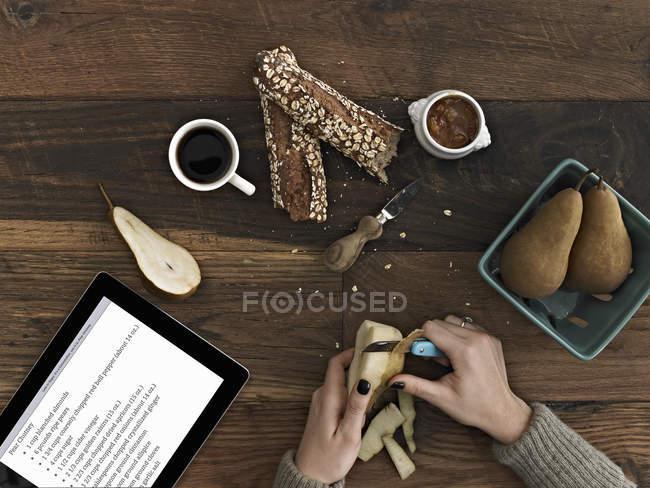 Tablet mit Anleitung und Rezept. — Stockfoto