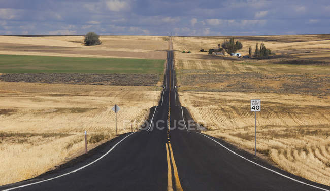 Straight rural road — Stock Photo