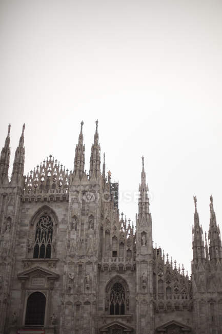 Grande chiesa in stile architettonico tradizionale — Foto stock