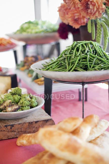 Ensaladas preparados orgánicos - foto de stock