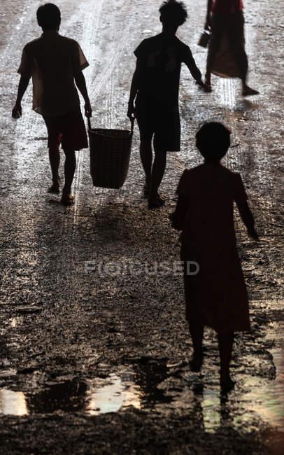 Crianças na rua de Yangon, Mianmar — Fotografia de Stock