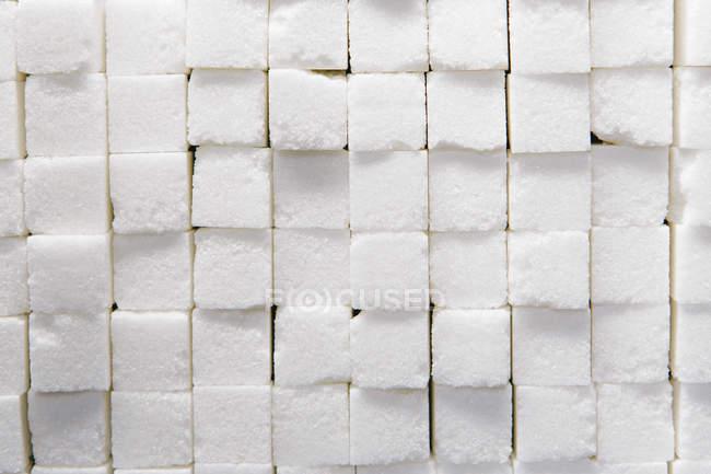 Terrones de azúcar apilados - foto de stock