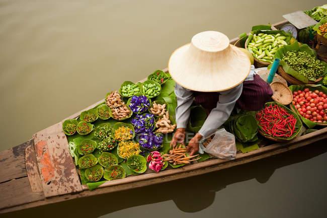 Tradicionales mercados flotantes - foto de stock