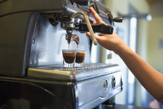 Young woman making coffee — Stock Photo