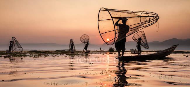 Рибалки на озері Інле озеро — стокове фото