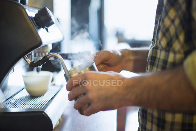 Man making coffee — Stock Photo