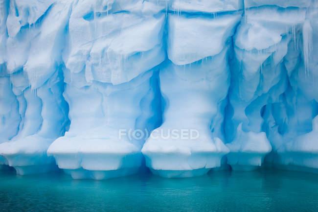 Bellissimo iceberg enorme — Foto stock