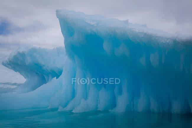 Linda enorme iceberg — Fotografia de Stock