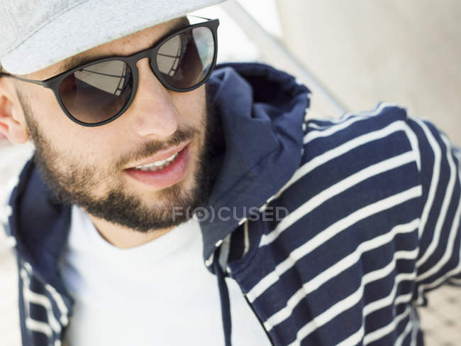 Man wearing sunglasses. — Stock Photo