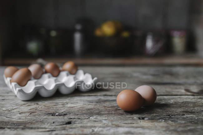 Свіжі курячих яйцях — стокове фото