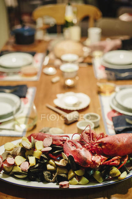 Seafood platter with lobster and clams — Stock Photo