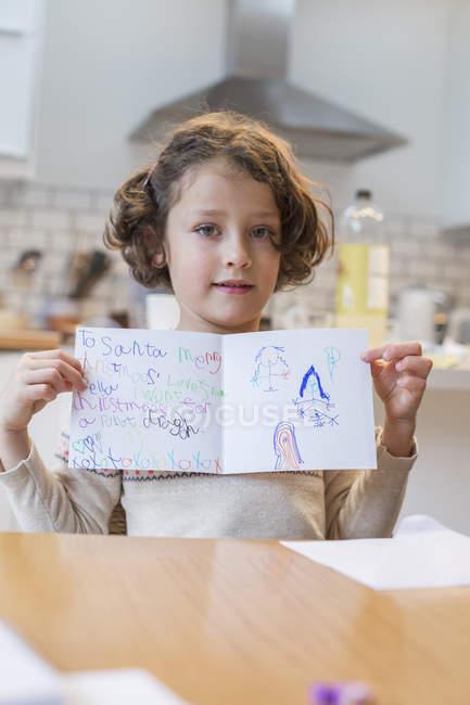 Дівчина показ Різдвяна листівка — стокове фото