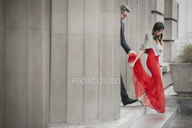 Woman in evening dress and man in a suit — Stock Photo