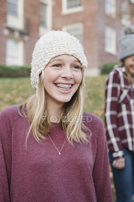 Girls outdoors in woolly hats — Stock Photo