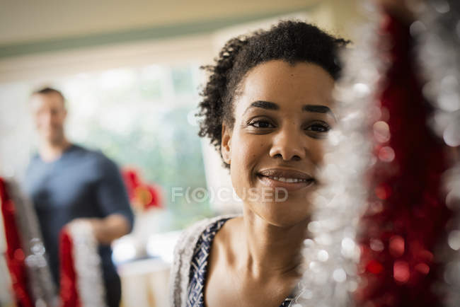 Woman decorating a house at Christmas. — Stock Photo